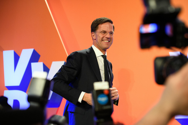 Dutch Prime Minister Mark Rutte makes a speech following his victory in the Dutch general election on March 15. (Carl Court/Getty Images)/p