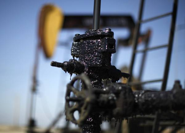Pump jacks are seen in the Midway Sunset oilfield, California, in this April 29, 2013 file photo. (REUTERS/Lucy Nicholson/Files)