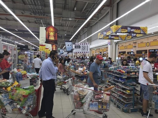 Shoppers stock up at a supermarket in Doha, Qatar, after Saudi Arabia closed its land border. (Doha News via AP)