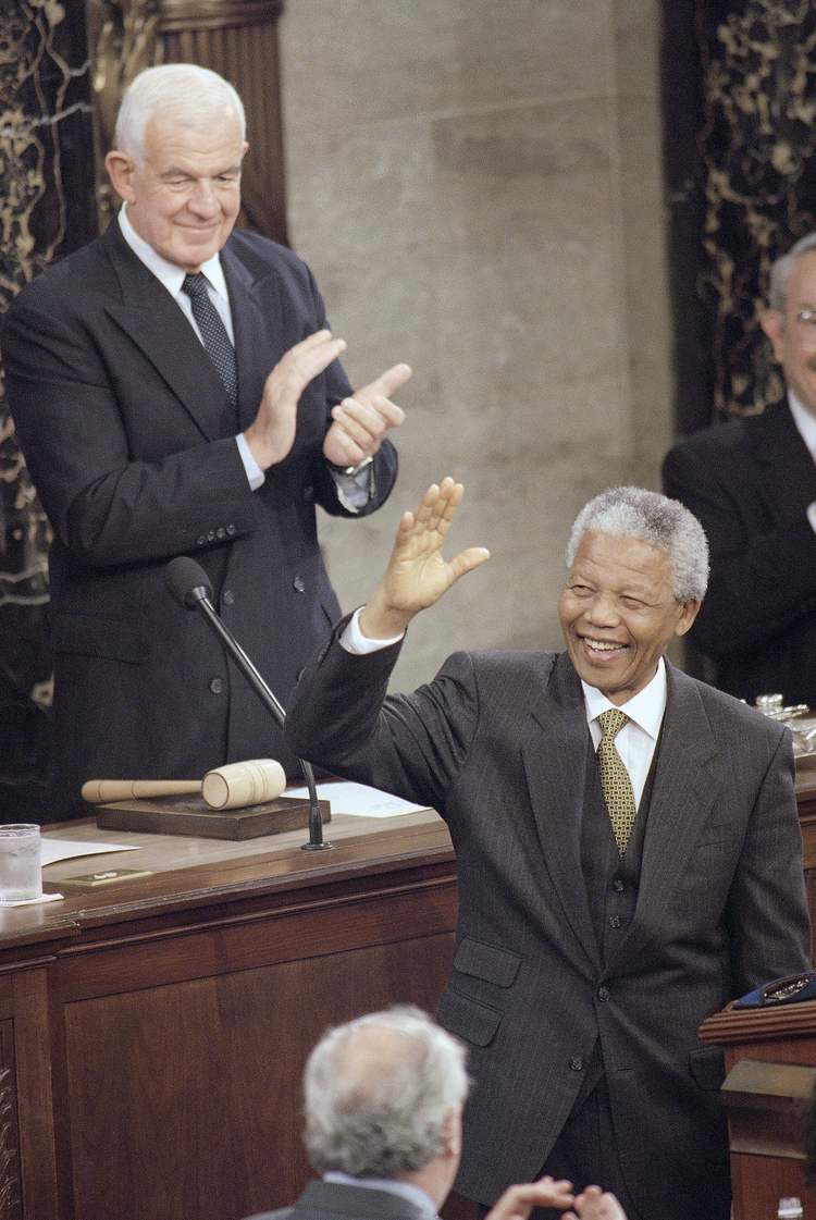 Nelson Mandela speaks to a joint session of Congress in 1994. (Dennis Cook/AP)/p
