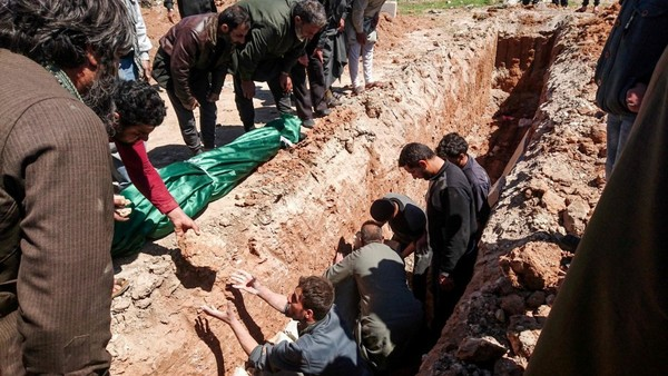 Syrians dig a grave to bury the bodies of victims of a suspected toxic chemical attack in Idlib province on April 5. (Fadi al-Halabi/AFP/Getty Images)
