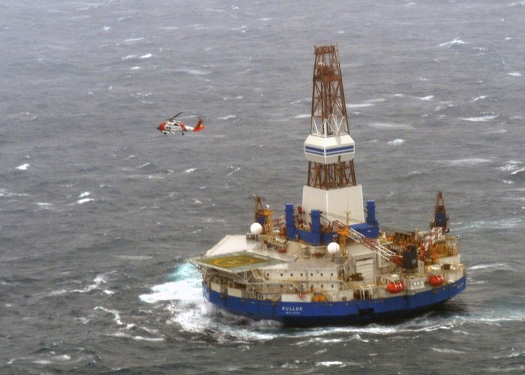 A Coast Guard helicopter crew goes to a drilling unit southeast of Kodiak, Alaska, in 2012. (Reuters)/p