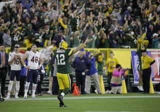 62f9569771aab5c21036bb8546a87d2f-320-0-70-8-Bears_Packers_Football_92019_image_982w.jpg