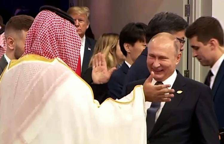 Russian President Vladimir Putin greets Saudi Arabia Crown Prince Mohammed bin Salman at the G20 summit in Buenos Aires on Nov. 30. (AFP/Getty Images)