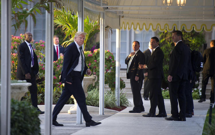 Trump arrives at Mar-a-Lago. (Meghan Mccarthy/Palm Beach Daily News)/p