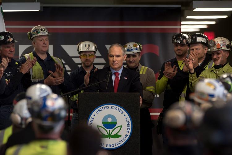 Scott Pruitt speaks with coal miners in Pennsylvania. (Justin Merriman/Getty)/p