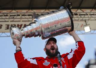 fd11d09e477363df547abde2a4e3cf9e-320-0-70-8-Capitals_Stanley_Cup_Celebration_Hockey_73028jpg4a276.jpg