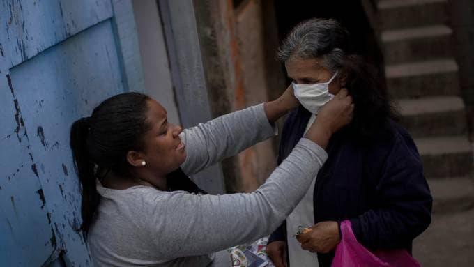 Laryssa Da Silva helps neighbor Maria Marinávea. Marinávea lives alone; she had a flu that she suspected was covid-19 and became malnourished. (Rafael Vilela)